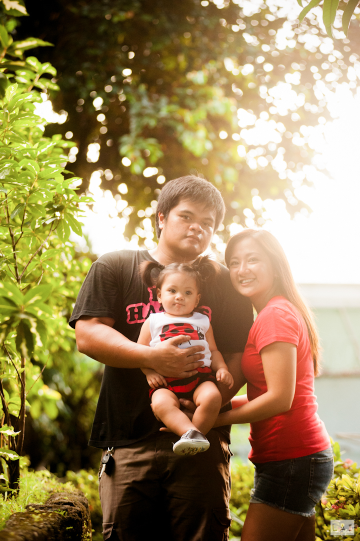 Family Picture at Max Birthday Party Photographed by Lai de Guzman